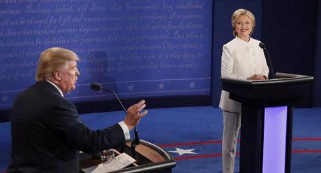 Trump: Clinton da 'dang' nhieu tien va 20% uranium My cho Nga - Anh 1