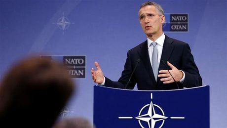 NATO ruc rich dieu quan o at toi sat bien gioi Nga - Anh 1
