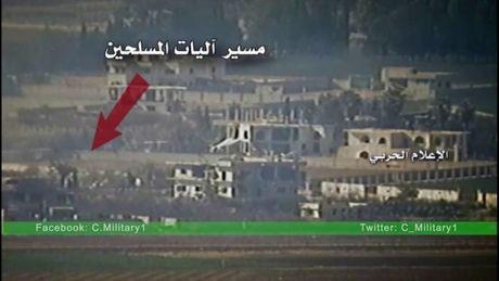 Video chien su: Quan doi Syria phuc kich 'thieu rui' mot doan xe phien quan - Anh 1