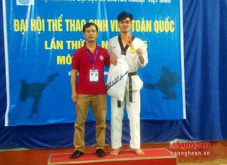 Chang sinh vien dam me Taekwondo - Anh 1