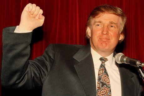 Trump bi to tung tiec tung trac tang voi nhieu thieu nu - Anh 1