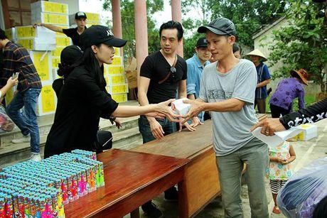 Nhiet tinh keu goi giup do dong bao mien Trung: Day la dieu cac fan khien than tuong tu hao! - Anh 9