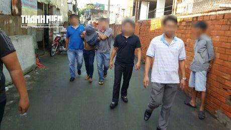 Bat nghi pham giet vo con cua Truong ban dan van huyen trong can biet thu - Anh 1