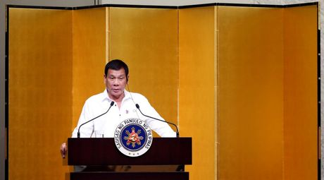 Bao Trung Quoc: Ong Duterte khong hy sinh loi ich Philippines de hop tac voi Nhat - Anh 1