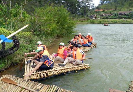 Ngoi lang tuyet dep co cai ten ki di o chan dinh LangBiang - Anh 2