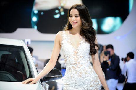 Ky Duyen, Pham Huong khoe sac tai trien lam xe quoc te VN - Anh 1