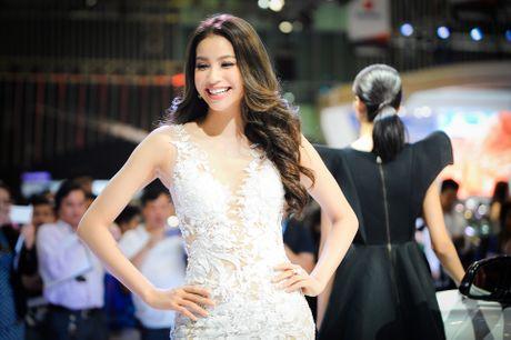 Ky Duyen, Pham Huong khoe sac tai trien lam xe quoc te VN - Anh 2