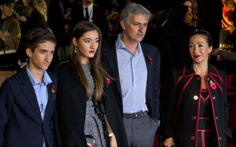 Nho vo con, Mourinho song 'tham hoa' o Manchester - Anh 1