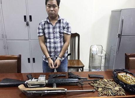 Bat 'trum vu khi' cung 4 khau sung, 300 vien dan - Anh 1
