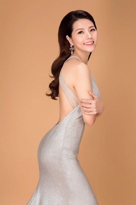 Xuan Thuy thay Tracy Hang Nguyen dai dien Viet Nam thi Hoa hau Quy ba The gioi - Anh 4