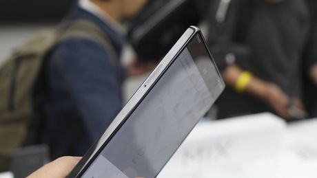 Tren tay Xiaomi Mi Mix khong vien man hinh, gia hoi - Anh 12