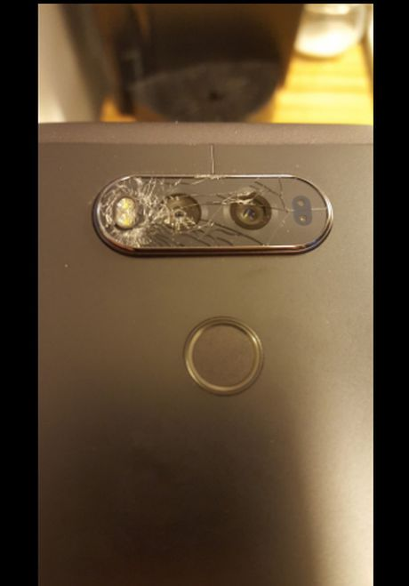 LG V20 gap su co, kinh bao ve may anh sau de vo - Anh 2