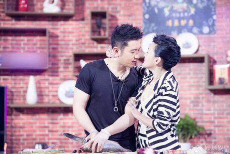 'Het hon' voi nu MC chuyen 'sam so' khach moi - Anh 1