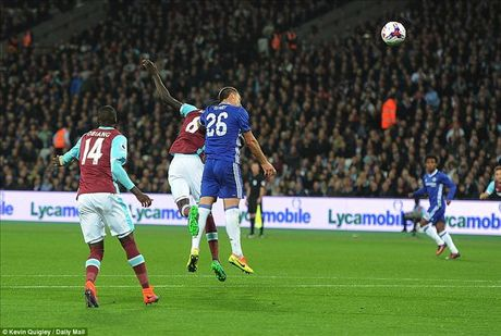 West Ham 2-1 Chelsea: Cai gia cua su mao hiem - Anh 3