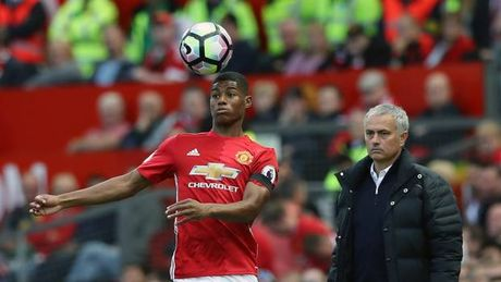 Marcus Rashford khien Jose Mourinho lo lang - Anh 2
