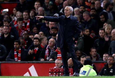 'Nguoi bi lang quen' Mata lap cong, Mourinho da mim cuoi - Anh 6