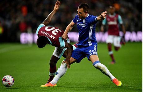 Ngay Terry tro lai, Chelsea 'bat' khoi League Cup - Anh 1
