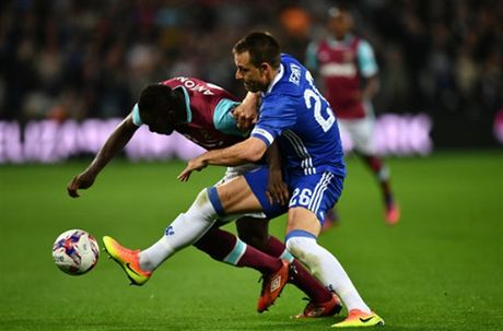 Ngay Terry tro lai, Chelsea 'bat' khoi League Cup - Anh 2