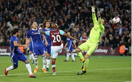 Ngay Terry tro lai, Chelsea 'bat' khoi League Cup - Anh 4