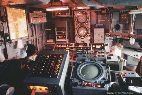 Soi kho ten lua tren tau san bay Nga khien NATO 'hoang loan' - Anh 9