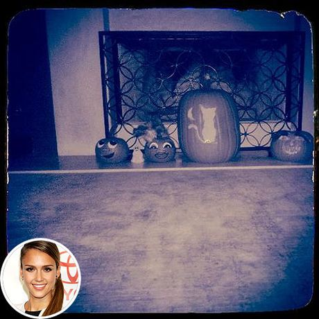 Sao Hollywood trang tri nha Halloween sieu kinh di - Anh 1