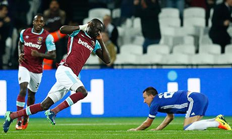 West Ham 2-1 Chelsea: Ngay tai xuat tham hoa cua Terry - Anh 1