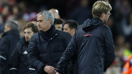 Mourinho co the bi cam den san vi phat ngon bua bai - Anh 1