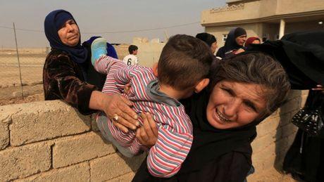 1.000 thuong dan Iraq duoc giai cuu khoi IS - Anh 1