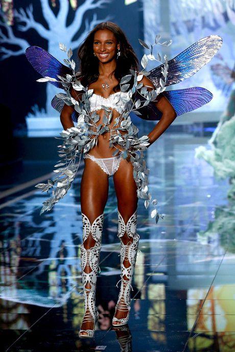 Victoria's Secret show 2016: Cong bo thiet ke dat gia 3 trieu USD - Anh 5