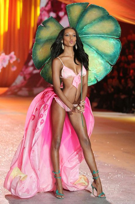 Victoria's Secret show 2016: Cong bo thiet ke dat gia 3 trieu USD - Anh 6