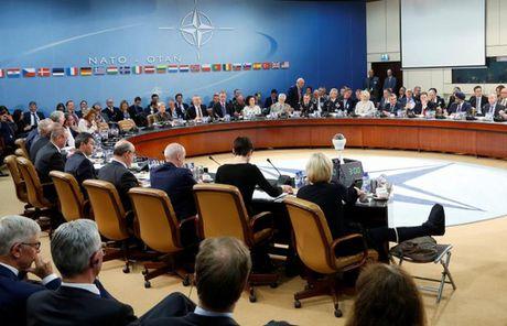 NATO tang cuong luc luong sat bien gioi Nga - Anh 1