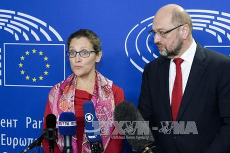 Hoi nghi thuong dinh EU-Canada bi hoan vo thoi han - Anh 1