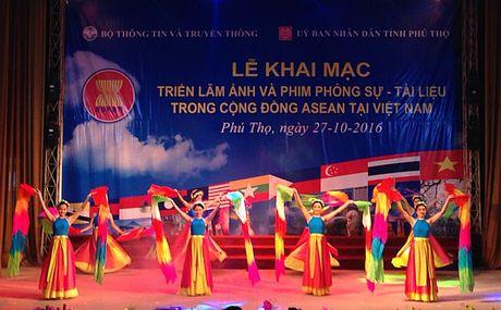 Trien lam anh va phim phong su - tai lieu ve ASEAN tai Phu Tho - Anh 2