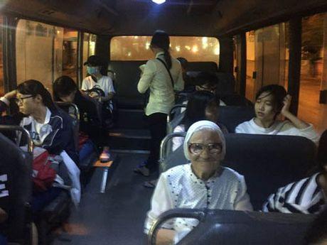 'Phuc sat dat' ba cu nguoi Nga du lich Viet Nam mot minh o tuoi 89 - Anh 4