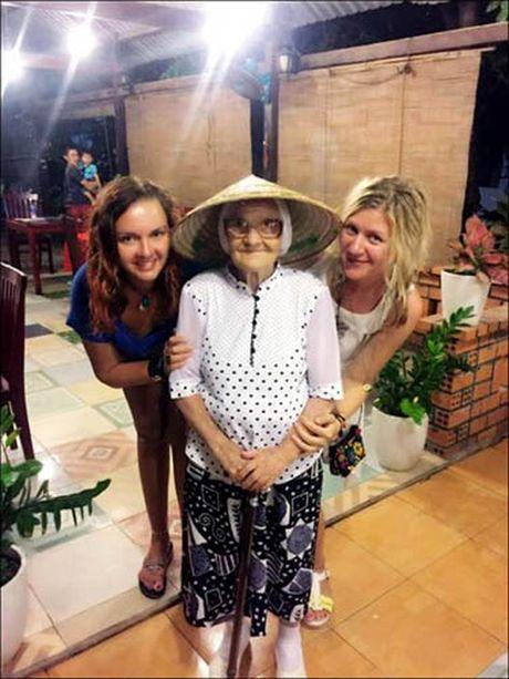 'Phuc sat dat' ba cu nguoi Nga du lich Viet Nam mot minh o tuoi 89 - Anh 5
