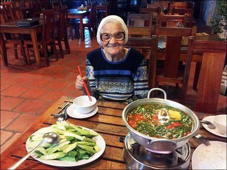 'Phuc sat dat' ba cu nguoi Nga du lich Viet Nam mot minh o tuoi 89 - Anh 6