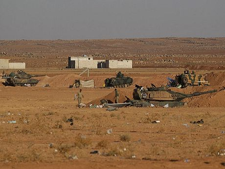 Quan doi Tho Nhi Ky pha huy 103 vi tri cua nguoi Kurd va IS tai Syria - Anh 1