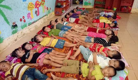 Quang Binh: Can su chung tay cua cong dong, giup cac em nho vung cao den truong - Anh 4