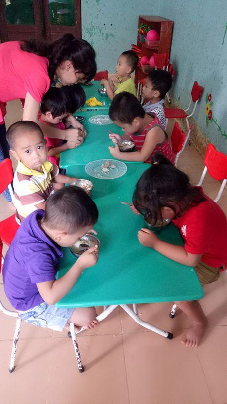 Quang Binh: Can su chung tay cua cong dong, giup cac em nho vung cao den truong - Anh 5