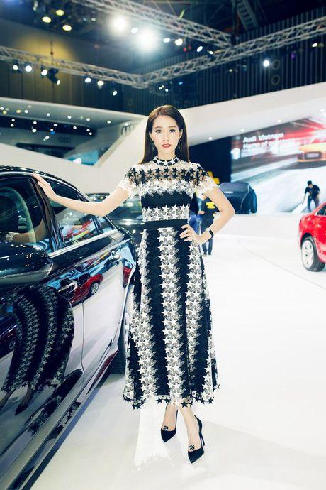 Nhieu sao showbiz Viet hoi ngo tai gian hang Audi o VIMS 2016 - Anh 13
