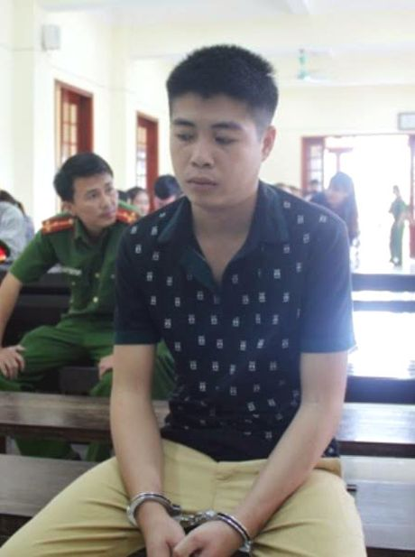 Duoc moi com ruou no say, nam thanh nien dang tam sat hai chu nha - Anh 1