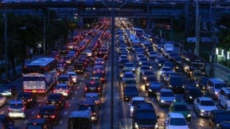 Bangkok doc toan luc 'xoa ket xe trong mot thang' - Anh 1