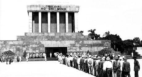 Nga chuyen cho Viet Nam tai lieu ve viec xay dung Lang Chu tich Ho Chi Minh - Anh 1