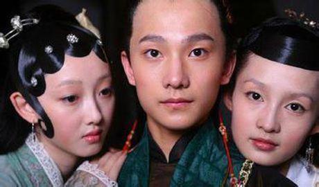 Quen Trinh Sang di! Day moi la co gai dinh nghi an hen ho cung Duong Duong - Anh 2