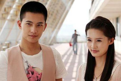 Quen Trinh Sang di! Day moi la co gai dinh nghi an hen ho cung Duong Duong - Anh 3