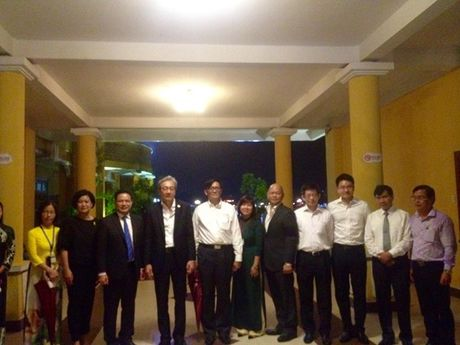 Pho Thu tuong Vuong quoc Thai Lan tham quan pho co Hoi An - Anh 2