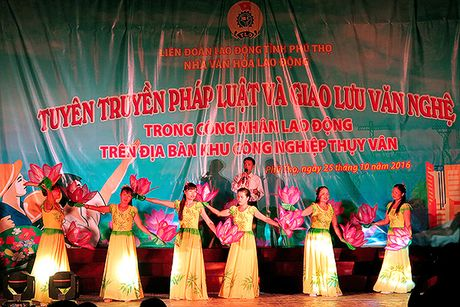 Nha van hoa lao dong tinh Phu Tho: Giao luu van nghe va tuyen truyen phap luat tai khu nha tro cong nhan - Anh 1