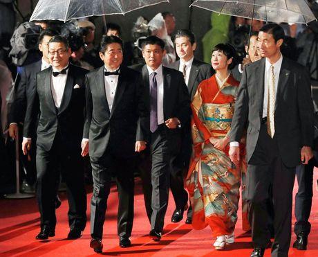 Thu tuong Nhat Ban bat ngo xuat hien tren tham do Lien hoan phim Tokyo - Anh 1