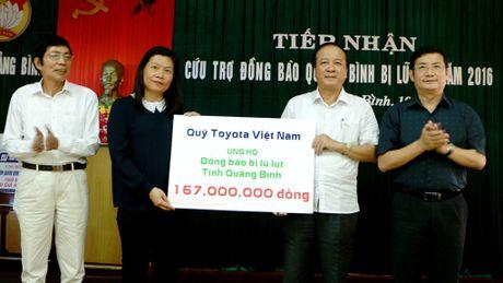 Toyota Viet Nam ho tro dong bao lu lut mien Trung hon 1,2 ti dong - Anh 1
