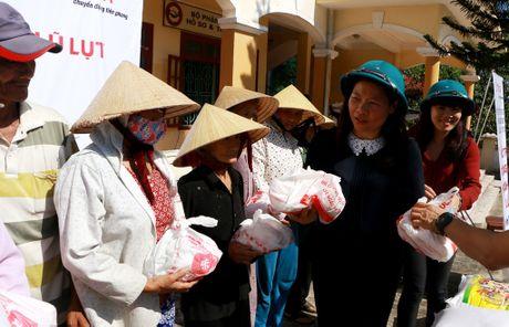 Toyota Viet Nam ho tro dong bao lu lut mien Trung hon 1,2 ti dong - Anh 3